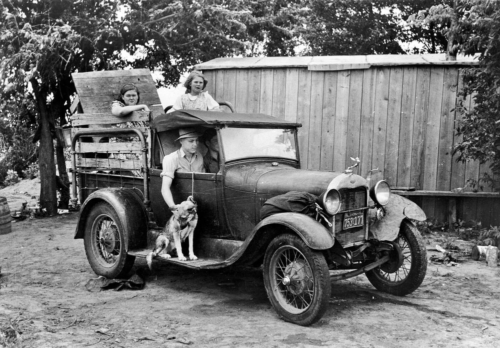 pictures of pickup trucks vintage old ford model a truck photo farm truck 1930s trucks pickup pictures of