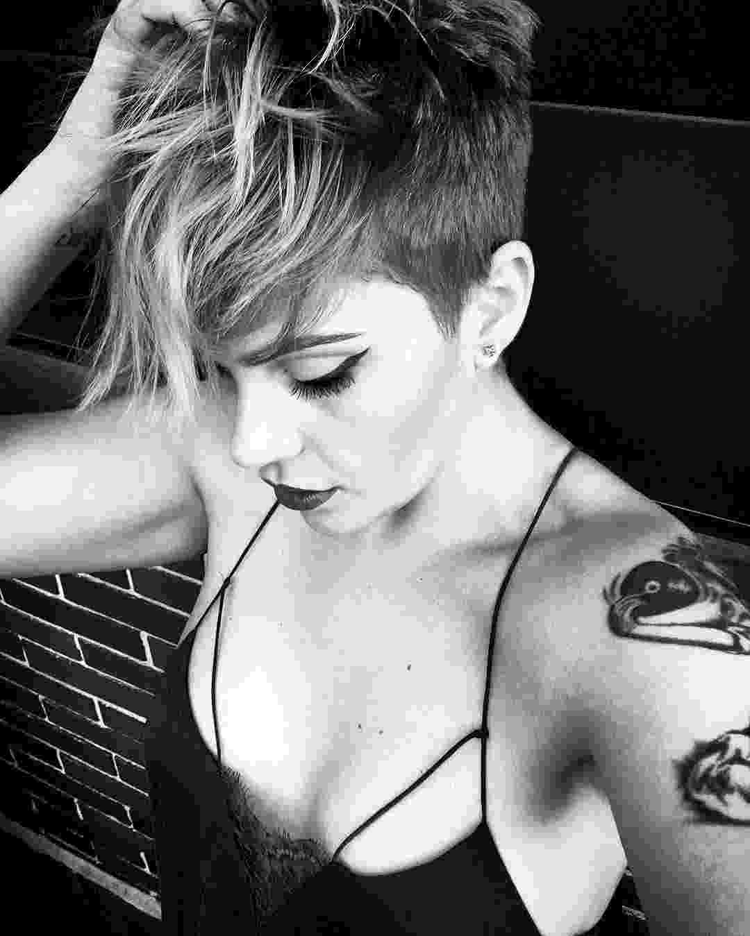 funky hair color ideas for blonde hair 1000 images about hairshort sassy edgy cuts and color on for hair hair blonde funky color ideas