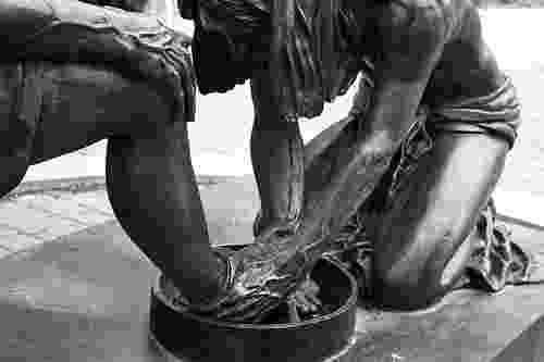 pictures of jesus washing feet 06 september 2012 bob39s boy39s christianity blog jesus pictures washing feet of